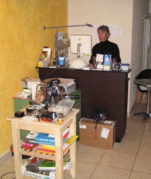 """""""Büro"""" und mobile Werkstatt im Café eccetera"""