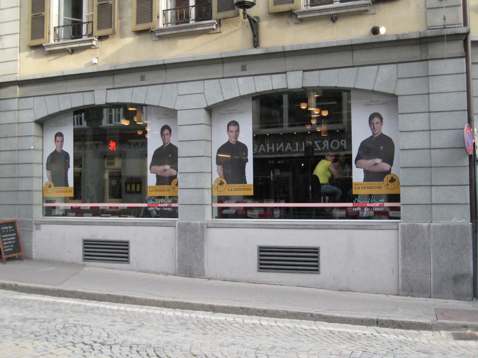 Die Thuner Shisha Bar mit Philipp Meier und Mathias Bühler im Fenster