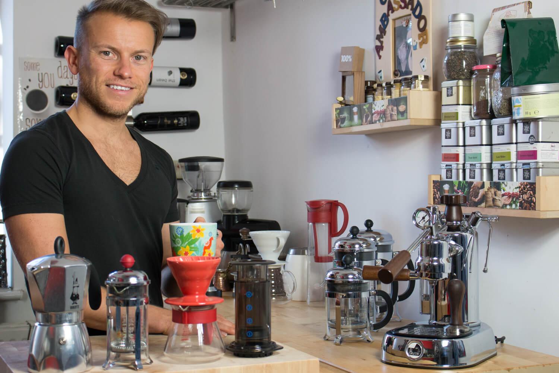 Arne Preuß in seiner Kaffeeküche