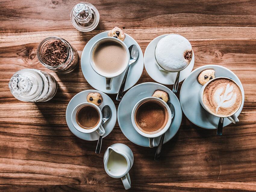Frühstückstisch mit Kaffee