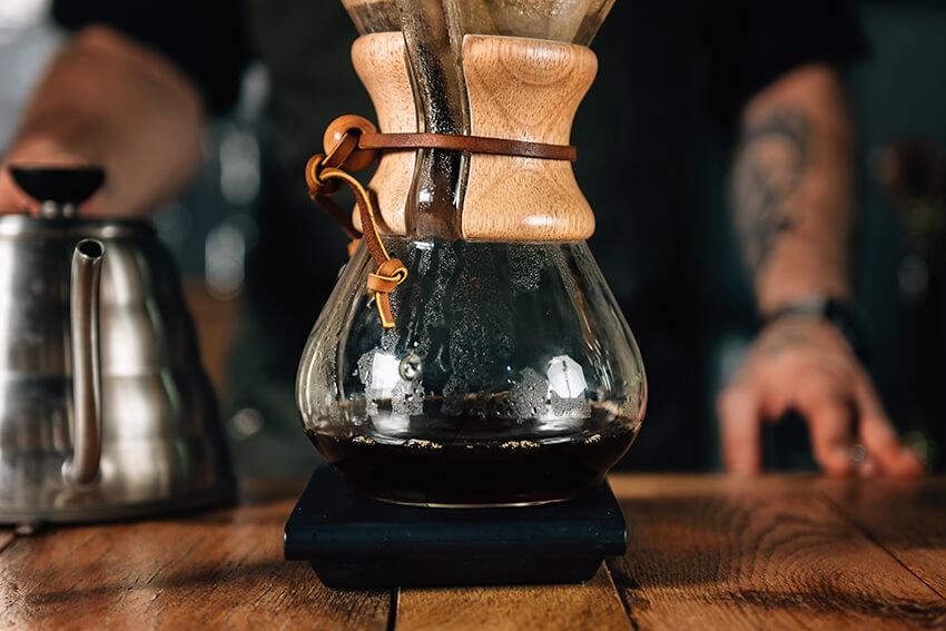 Frischer Kaffee mit dem Handfilter