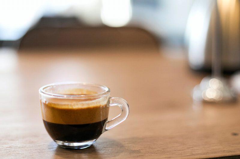 Perfekte Zubereitung eines italienischen Kaffee Lungo