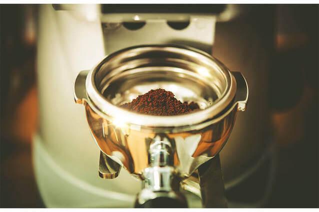 Kaffeemuehle-Maschine-Kaffeemehl