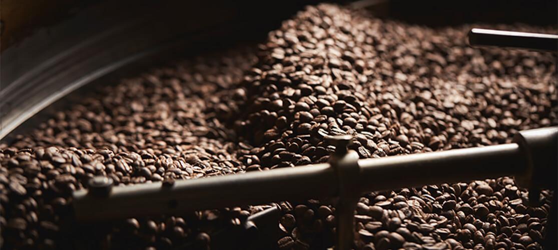 Kaffeebohnen in der Trommel